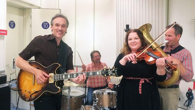 Simon Stålspets Band i P4 Sörmlands livestudio