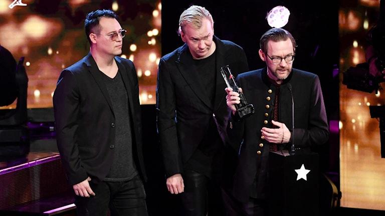 Kent tar emot priset Årets rock under Grammisgalan i Stockholms konserthus på tisdagen.