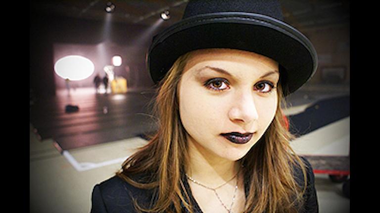 Johanna Saari från Järvsö är en av eleverna som deltar i Kents nya musikvideo. Foto: Magnus Hansson SR Gävleborg