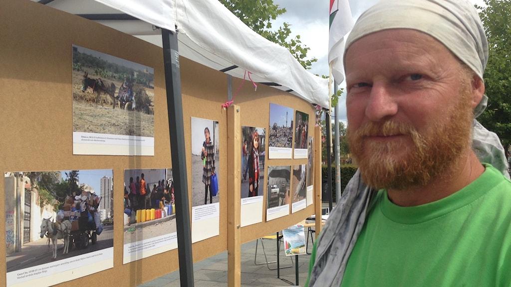 Charlie Andreasson på Smörtorget i Eskisltuna. Foto: Linnéa Wannefors/Sveriges Radio.