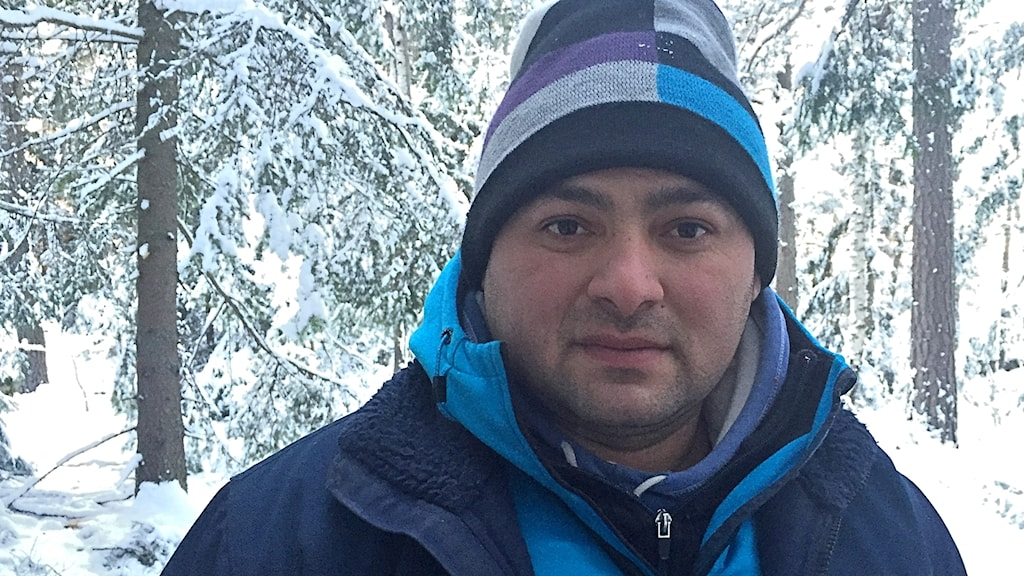 EU-migranten Relu berättar om hur deras läger i Eskilstuna attackerats med raketer.