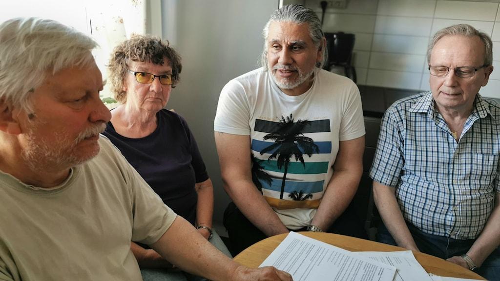 Grannarna Peter Widén, Hillevi Enblom, Sergio Quiñones och Karl-Erik Kämpe på Galléengatan 36 i Eskilstuna.