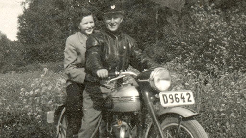 Gunbritt och Arne Karlsson, de träffades i 20-årsåldern och blev kära, men Gunbritt hade bara ett ben...