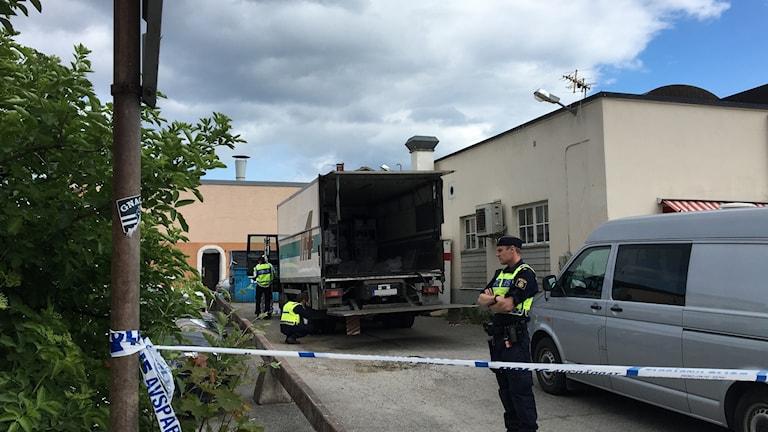 Lastbilen undersöks