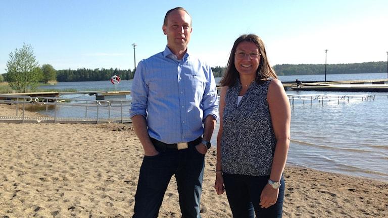 Tomas Enqvist, planeringschef och Ann-Sofie Lifvenhage (M) kommunalråd i Gnesta invigde badplatsen i helgen.