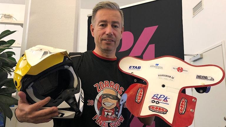 """Magnus """"Zorro"""" Zetterströms signerade speedway-hjälm."""