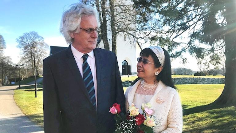 Leonardo och Lina Ärlemalm, nygifta i Frustuna kyrka i Gnesta.