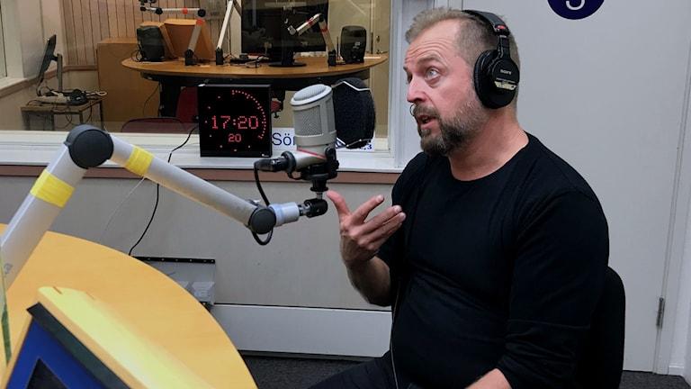 Johan Norberg på Sveriges radio P4 Sörmlands redaktion.