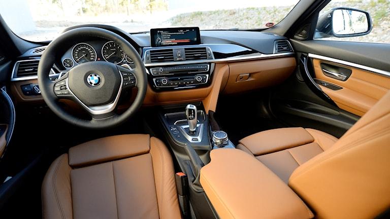 Insidan från en BMW 330E. Foto: Anders Wiklund/TT.
