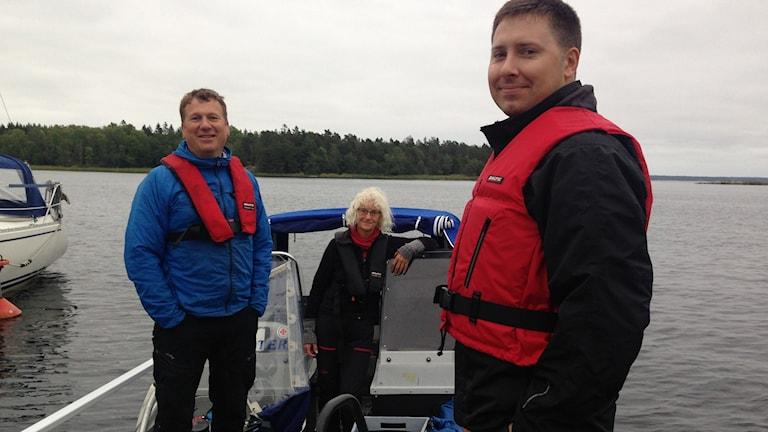Personer vid båt