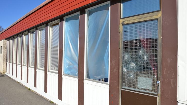 Stenkastningen orsakade stora skador på Lagersbergsskolan