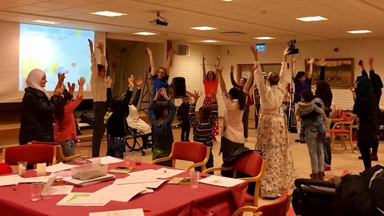 """Tillsammans med Scenkonst Sörmland och dansgruppen Spinn från Göteborg så ska projektet """"Den jag är"""" få liv genom dans. Foto: Annizeth Åberg/Sveriges Radio."""