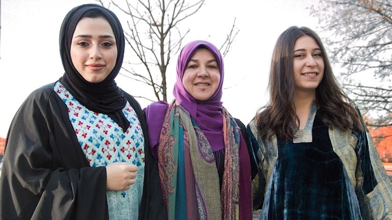 De håller i modevisningen av arabiskt mode