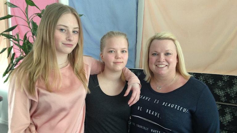 Cecilia Norberg och Jeanette Lindholm, ungdomsrådet i Trosa. Anneli Bradley, gruppchef fritidsgårdarna i Trosa.