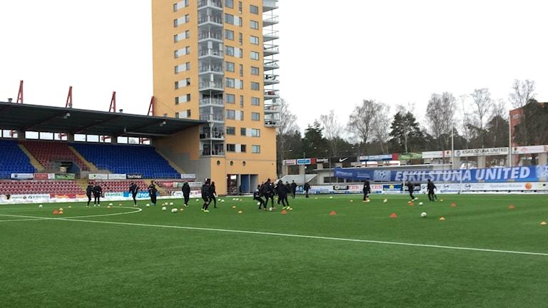 ACF Eskilstuna tränar på Tunavallen. Foto: Henrik Säll/Sveriges Radio.