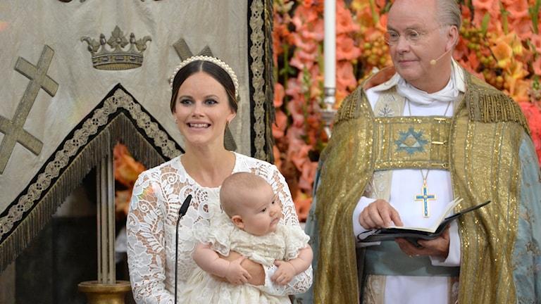 Prinsessan Sofia med prins Alexander och överhovpredikanten Biskop Johan Dalman under prins Alexanders dop