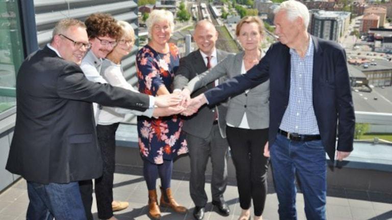 Handslag från möte om Ostlänken