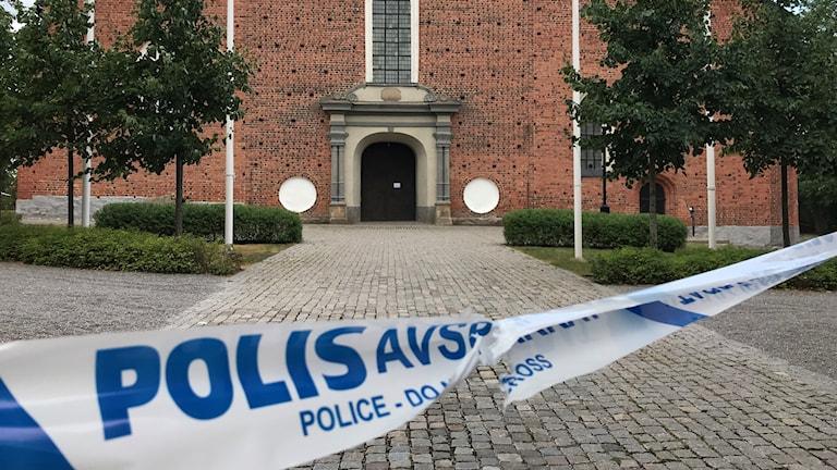Domkyrkan i Strängnäs spärrades av efter tisdagens stöld.