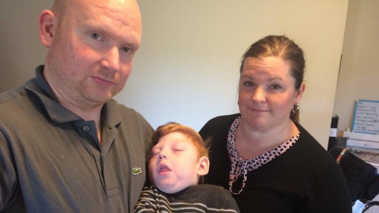 Föräldrarna Johan Franzén och Annika Holm känner oro inför framtiden