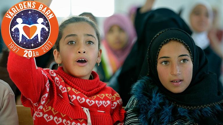Två flickor på flyktingförläggningen Zaatari i Jordanien, 2016