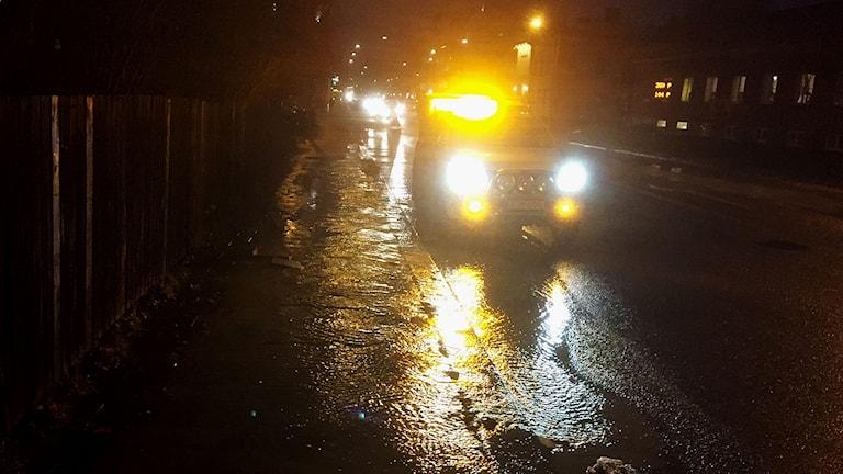 En vattenläcka befarades underminera väg i centrala Eskilstuna.