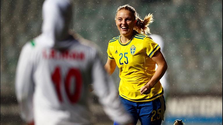 Eskilstuna Uniteds anfallare Mimmi Larsson i landslagströjan.