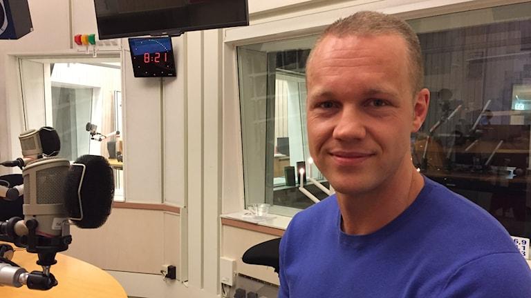 Simon Engström i P4 Sörmlands studio