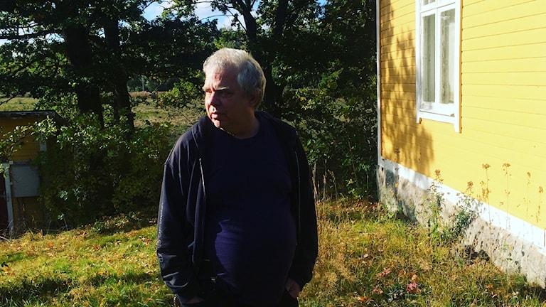 Gunnar Lundkvist ritar många av sina serier på landet utanför Flen. Foto. Titti Hildebrand/Sveriges Radio.