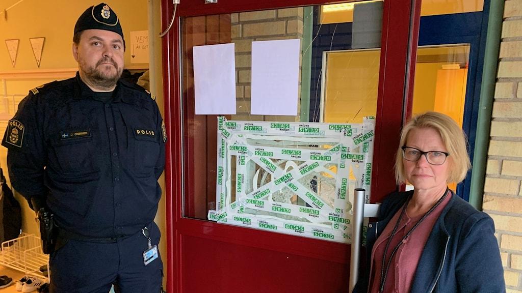 Johnny Onbiner, kommunpolis och Susanne Torssander rektor på Sävstaskolan.