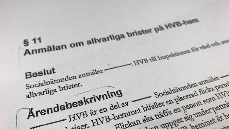 Bild på ett papper med en anmälan. Foto: Fredrik Blomberg/Sveriges Radio.