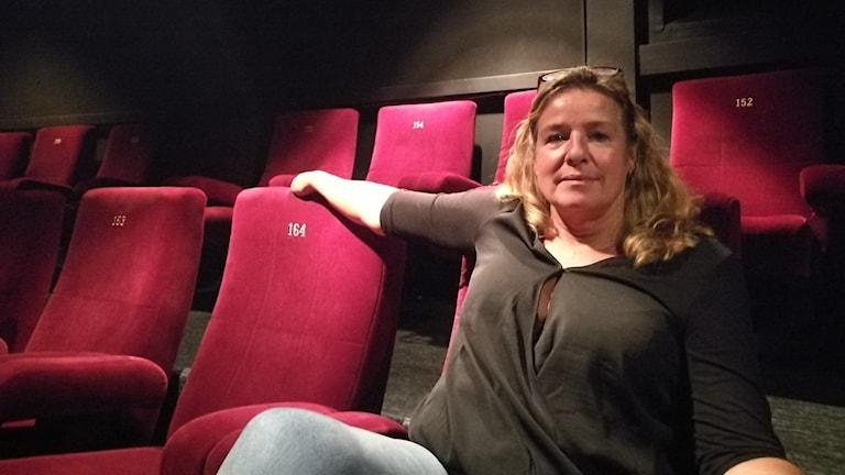Monica Röbech i en salong på bio rio