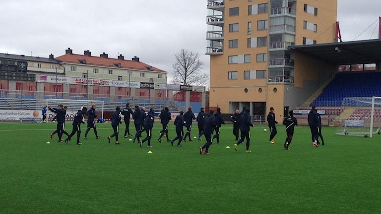 AFC Eskilstuna tränar på Tunavallen. Foto: Tobias Danielsson/Sveriges Radio.