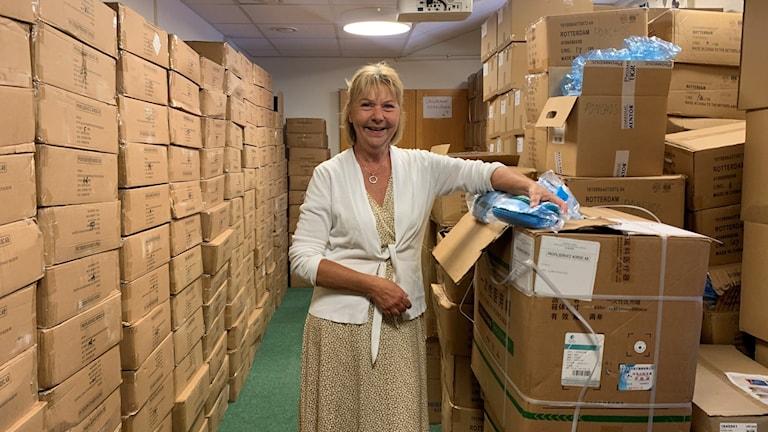 Yvonne Boberg chef för Väsby stöd och omsorg på lagret i Upplands Väsby