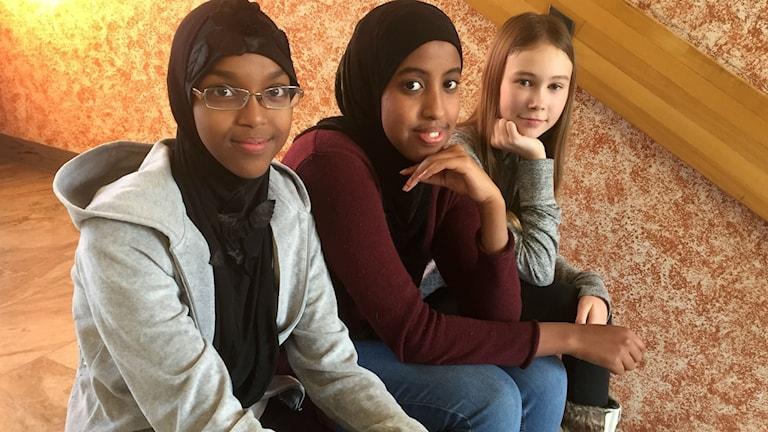 Nima Mohamed, Ikram Ahmed och Emma Edman från klass 7P Nyköpings högstadium.