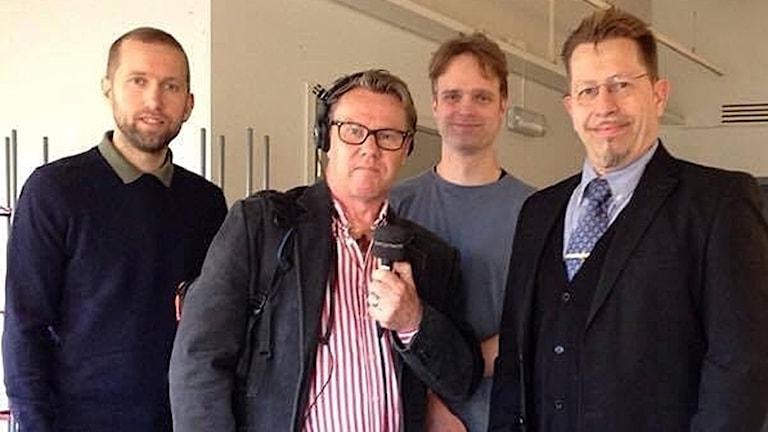 Jakob högfeldt (M), Jonas Carnesten (programledare), David Aronsson (V) och Björn Karlsson (SD).