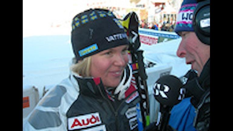 070206 Anja Pärson intervjuas efter sitt super-G-guld i VM. Foto: Martin Hedberg/SR