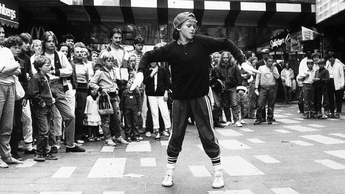 Patrik Ollsson dansar breakdance på Sergels torg. Foto: Olle Seijbold /Scanpix