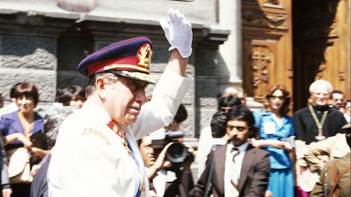 Augosto Pinochet tar emot folkets hyllningar. Foto: Lars Gunnar Erlandson.