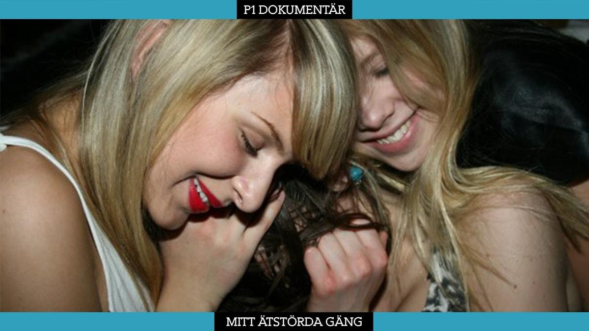 Bild på Lina, Olivia & Nadja som kramas.