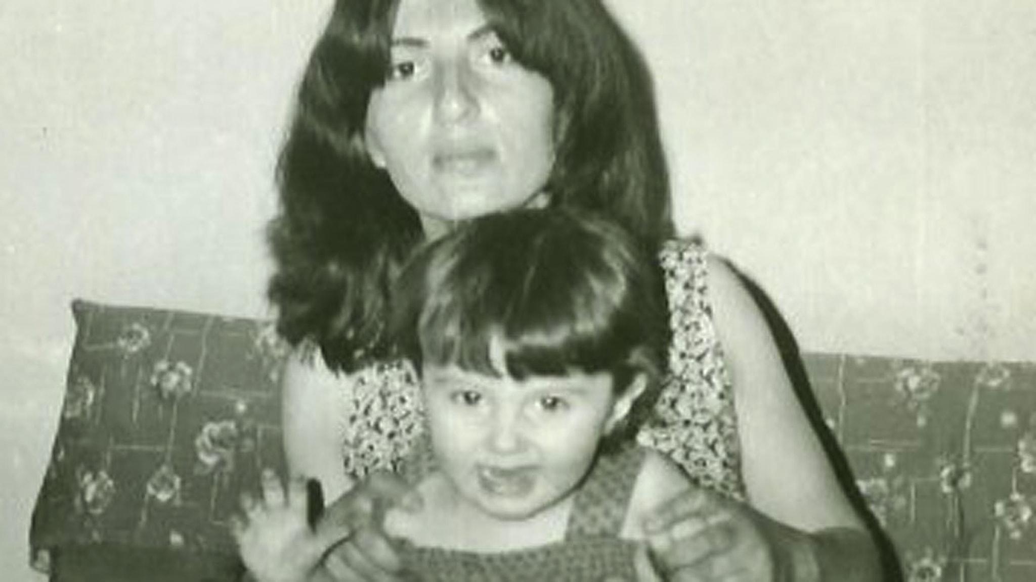 Sîlan och mamma Sabiha precis innan militärkuppen 1980. Foto: Privat