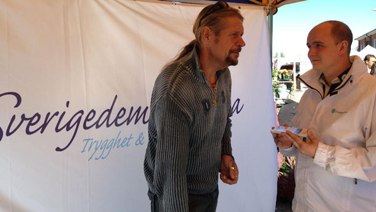 Pajen Paajanen och Fredrik Ottesen, gruppledare för SD i Eslöv. Foto: Måns Mosesson