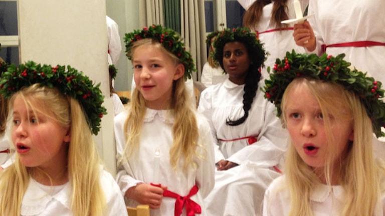 Astrid Cederlöf och hennes vänner i kören. Foto: Måns Mosesson