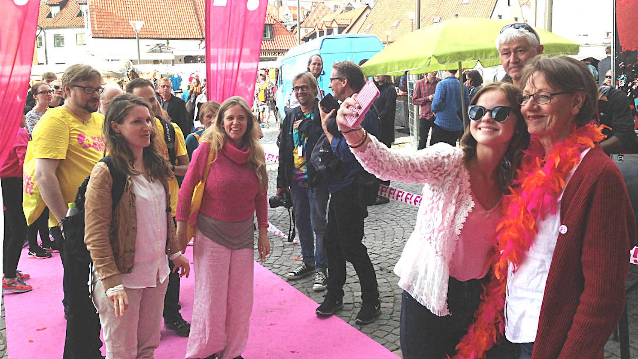 Gudrun Schyman bjuder till fest under politikerveckan i Almedalen. Foto: Måns Mosesson