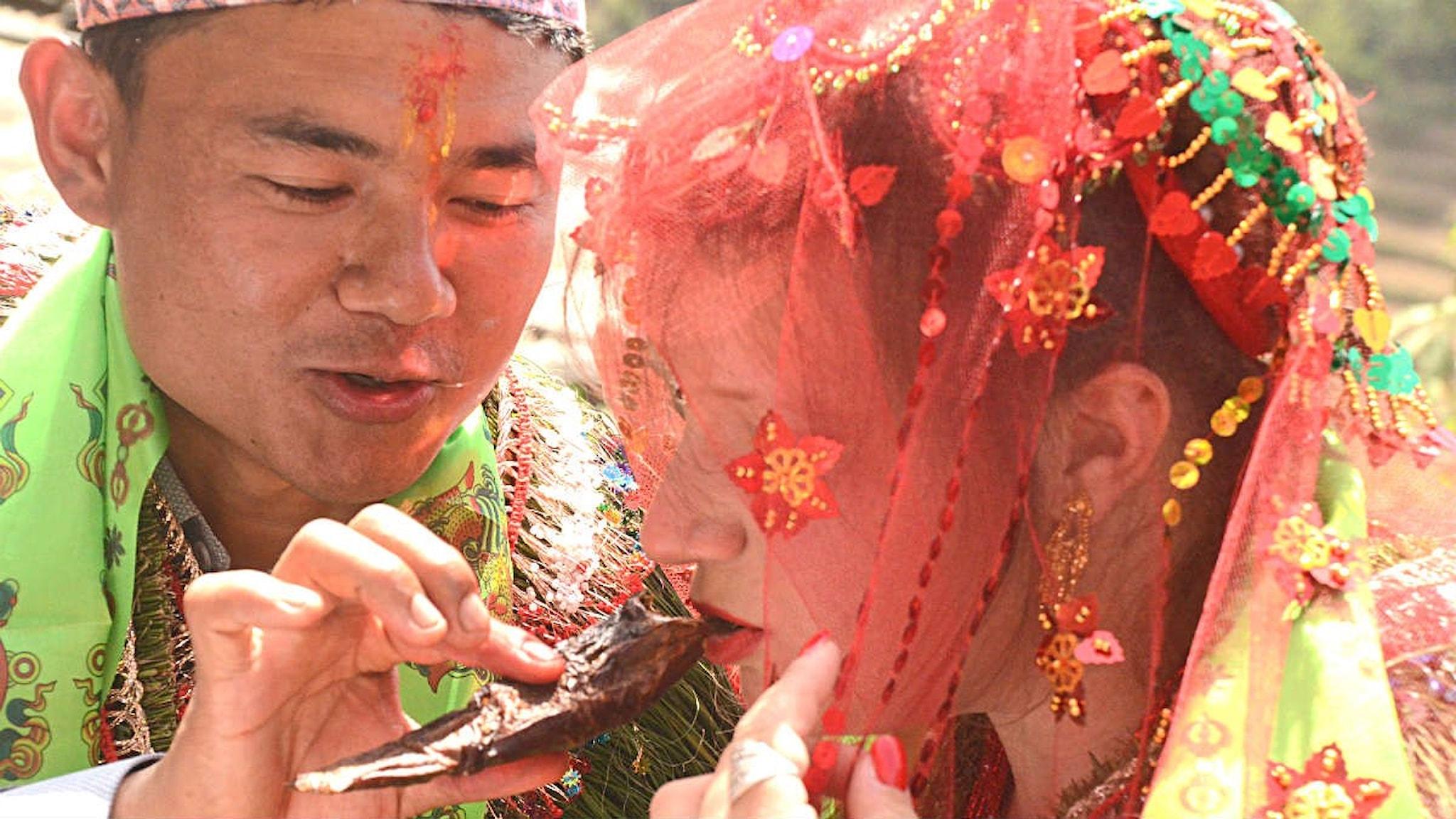 Sundar och Sofia under bröllopsceremonin.