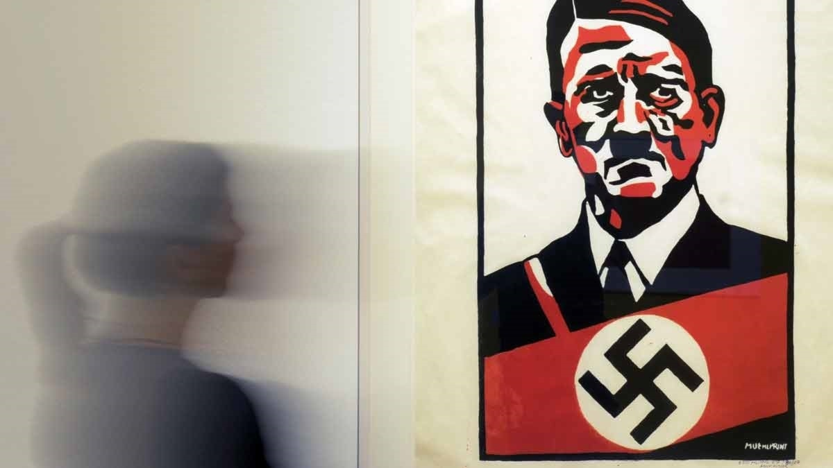 """Otto Muehls """"Hitler"""" (1967) på Leipzig Museum of Fine Arts 2012. Foto: Jens Meyer/AP"""