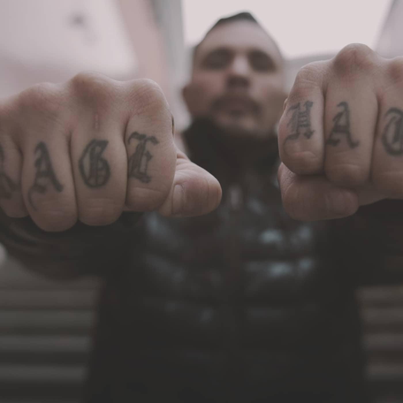 Männen bakom våldet: Han ska knäckas!