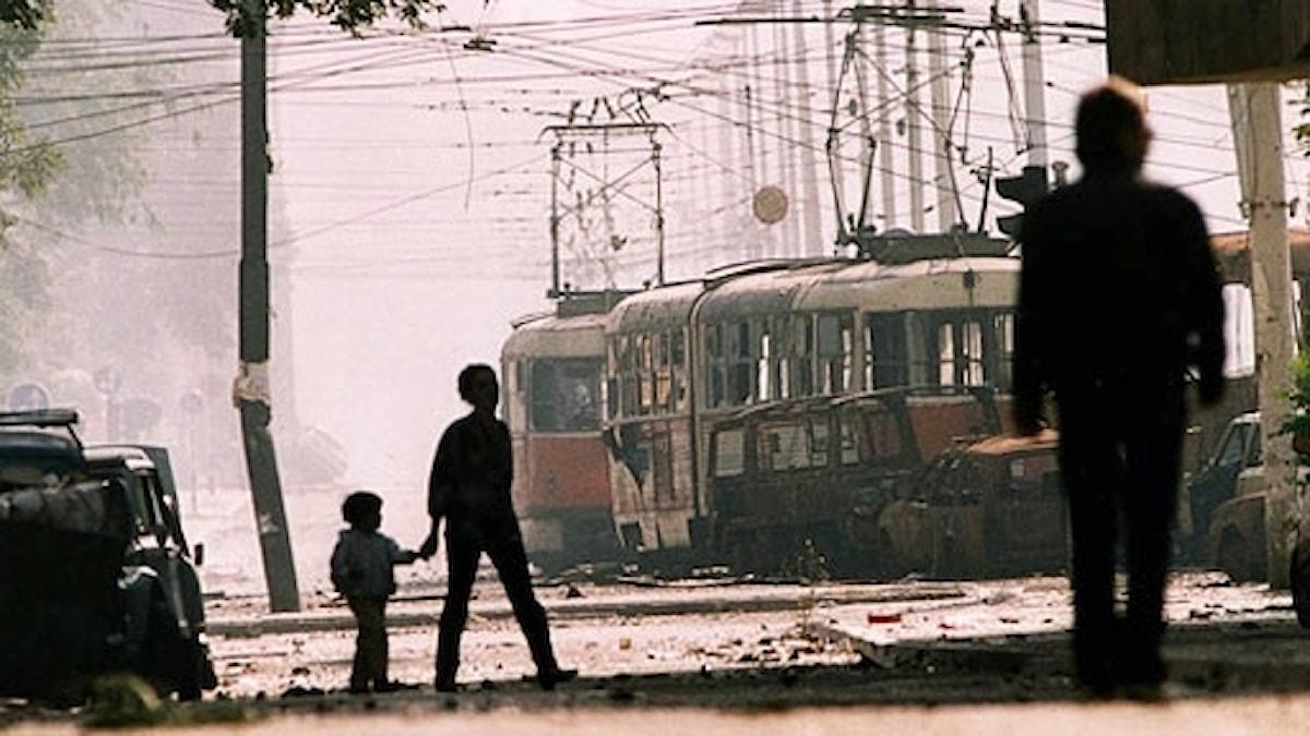 Bussar och spårvagnar som skydd mot krypskyttar i Sarajevo