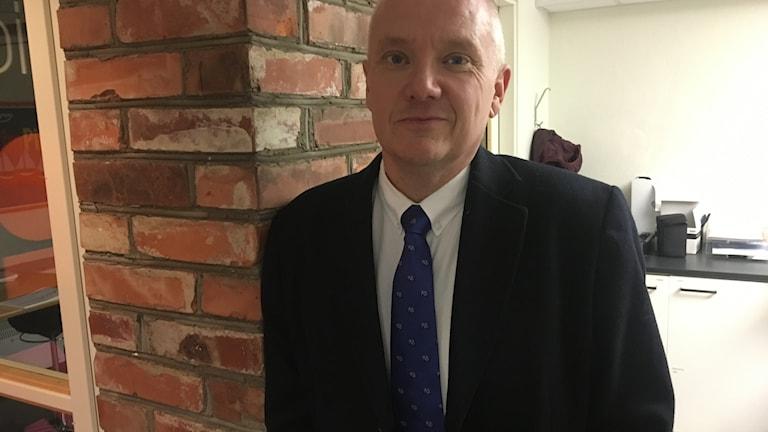 Roger Sandberg, sekreterare i Disciplin- och avskiljandenämnden vid högskolan i Jönköping och universitetsadjunkt i rättsvetenskap. Foto: Oskar Mattisson/Sveriges Radio.