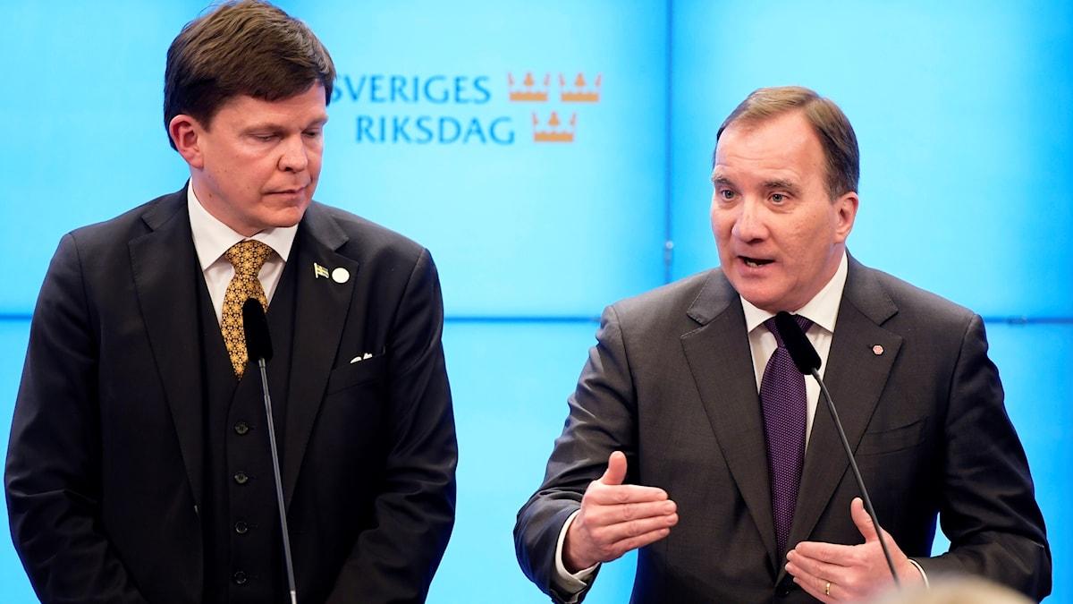 Talmannen Andreas Norlén med Stefan Löfven.