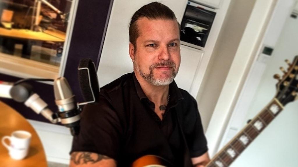 Alec Björedal menar att musik hjälper demenssjuka.